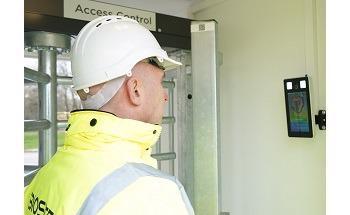 罗伯逊在英国第一个国家机器人馆引进面部识别技术